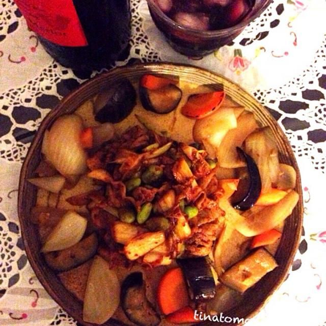 今日は、赤に氷を入れて頂いてます \(^o^)/ - 83件のもぐもぐ - 茶豆入り豚キムチ〜めんつゆとショウガ、グレープフルーツのお酢で煮たお野菜添え! by Tina Tomoko