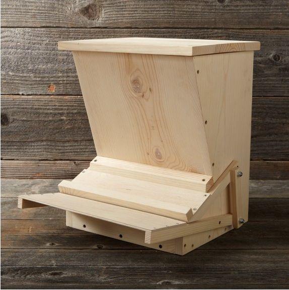 Педально деревянная кормушка для кур.