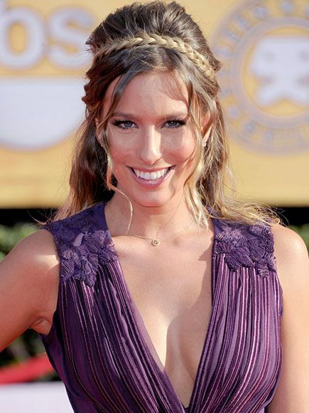 17 best images about trenza diadema on pinterest brooklyn decker chic and mayim bialik - Peinado con trenza ...