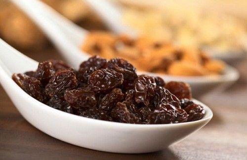 Les raisins secs: à quoi servent-ils? Comment les consommer?