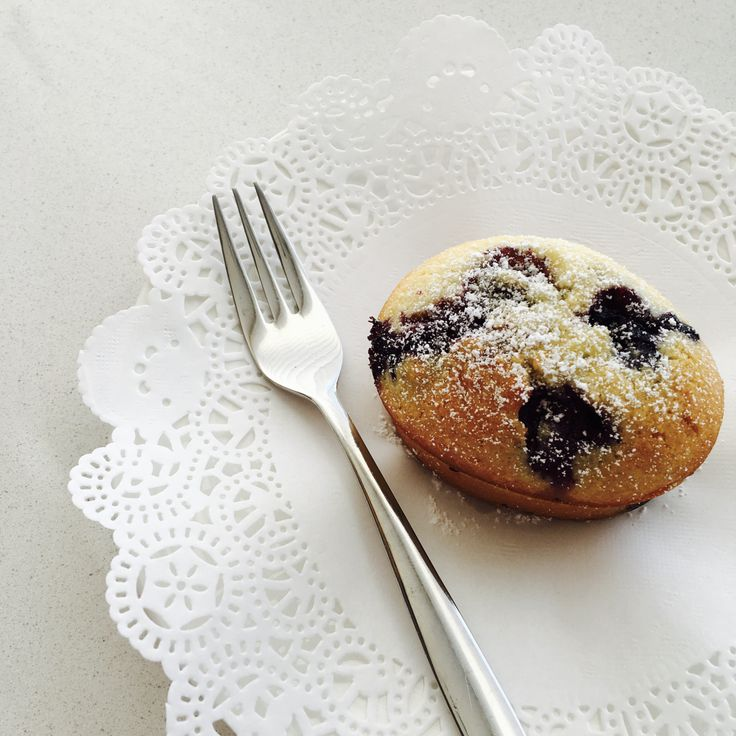 Friands, friends? Ahhh, friands – the posh cousin of the humble cupcake. These lemon and blueberry friands are absolutely delicious and can easily be adapted to gluten free by substituting th…