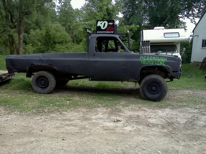 Building Demolition Derby Car : Wedged truck beds wecrash demolition derby