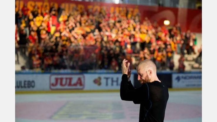 Hockeysäsongen är över. Se Pär Bäckströms bilder från den sjätte semifinalmatchen ovan.