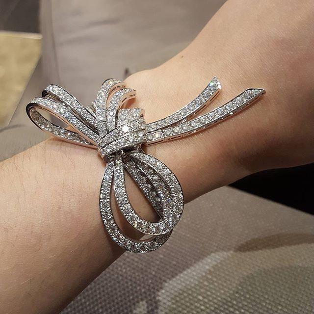 Instagram media liana_mt - No filter needed..VanCleef&Arpels bracelet…