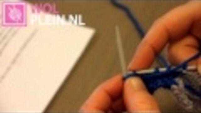 Babysokjes breien met twee naalden en twee kleuren wol. - Instructies - Weethetsnel.nl