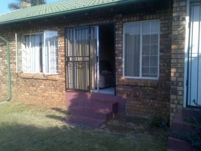2 BEDS, FULL BATHROOM, LOUNGE, DINING ROOM, KITCHEN, SINGLE GARAGE WITH BIG GARDEN | 31106653