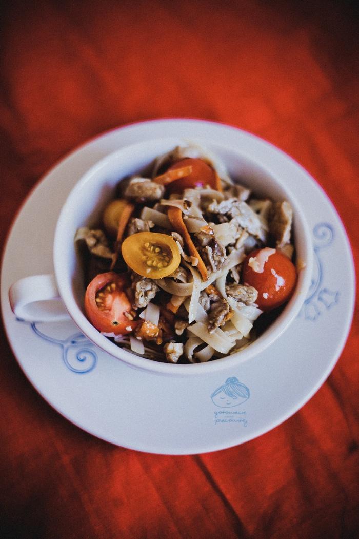 Makaron ryżowy z polędwiczką - Gotowanie niezbyt pracowitej.