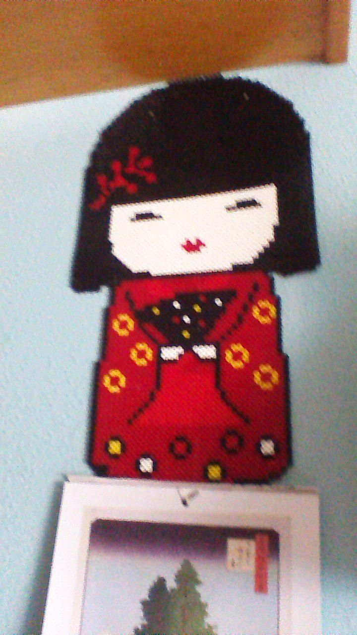 It is a geisha. It costs 17€ Esta geisha es bastante grande. Le puedo modificar colores al gusto. 17€