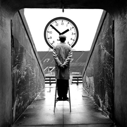 Today, it is with great pleasure that I bring you a Met Exclusive – a rare, one-on-one interview with photographer Rodney Smith. Smith isn't your typical photographer. Though he graduated from the University of Virginia, he earned a Masters in Theology from Yale and later taught at that prestigious university. He's worked with editorial and …