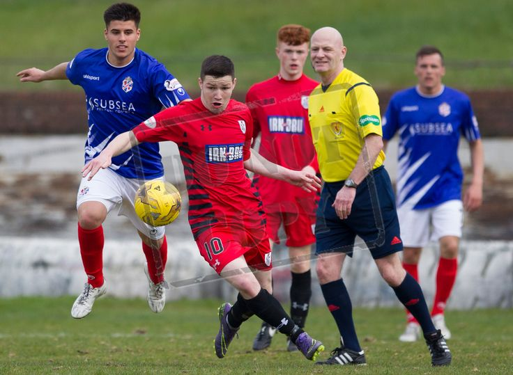 Queen's Park's Conor McVey on the ball during the SPFL League One play-off game between Cowdenbeath and Queen's Park.