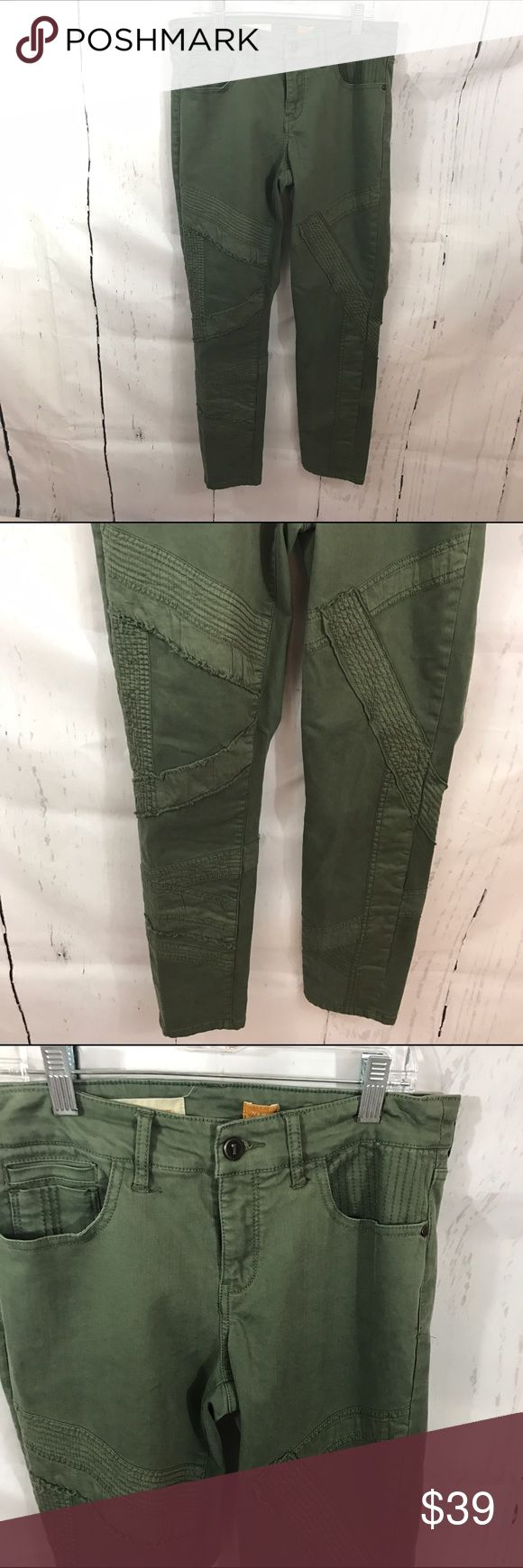 """💜💜 GREEN SKINNY JEANS B4 Condition: Euc Approximate measurements (laying flat): 14.5"""" Waist 36.5"""" length 28"""" inseam  Item location: bin 4   **bundles save 10%** no trades/no modeling/no asking for lowest Anthropologie Jeans Skinny"""
