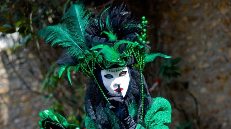 """Traditional """"bauta"""" mask from the Venetian carnival"""