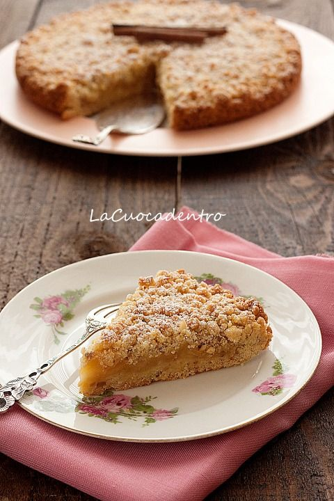 Sbriciolata alle nocciole con ripieno di mele caramellate – La Cuoca Dentro