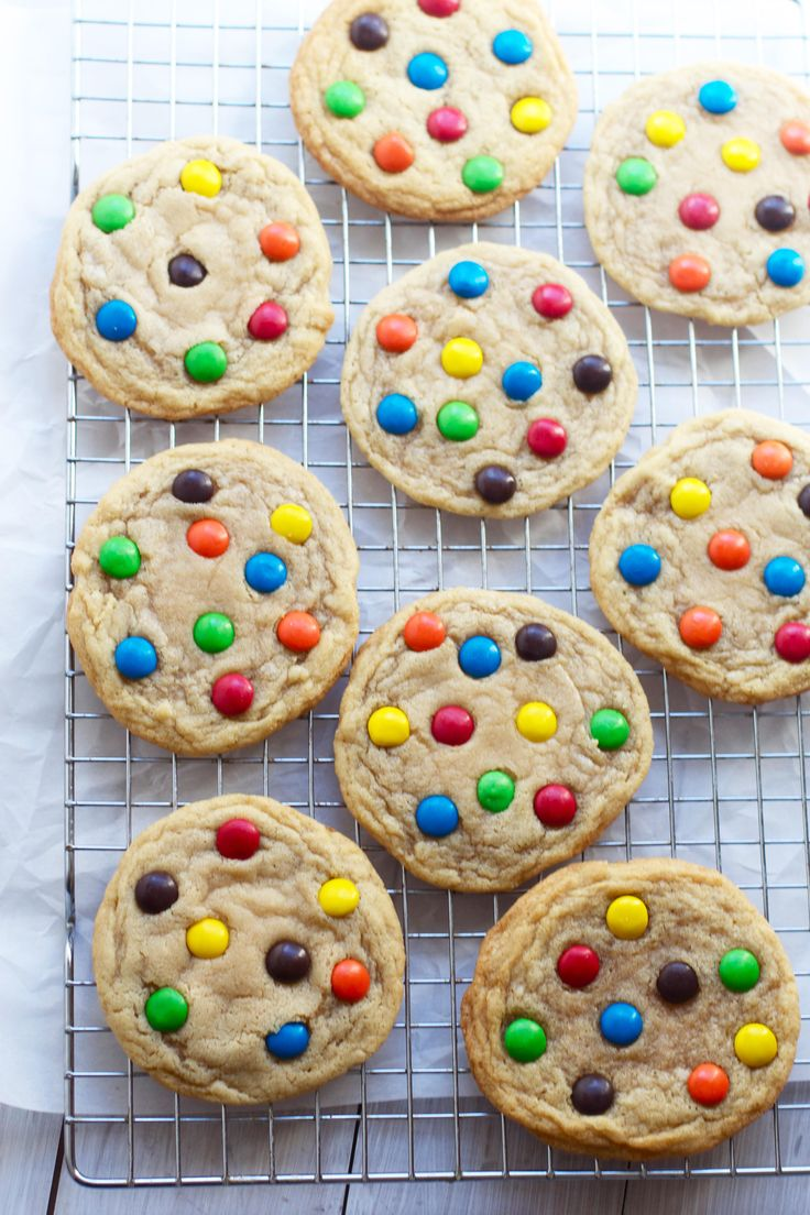Sometimes you just need more simple cookie recipes ya know? I get such a high after baking something pretty and elaborate, but at the same time sometimes all I can possibly crank out are cookies. S…