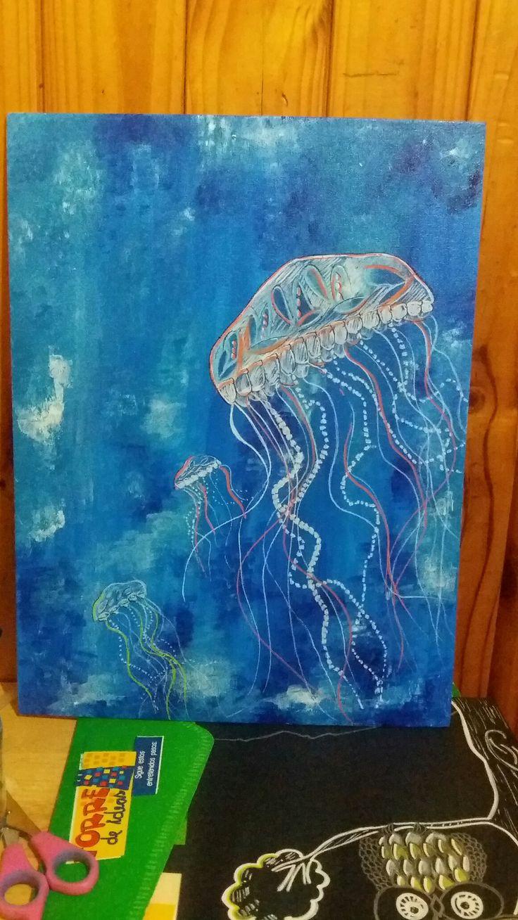 Meduzas plasmadas con plumones posca en fondo marino en acrílico.