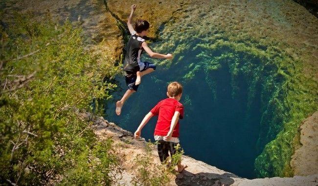 O poço de mergulho mais belo e mortal do mundo