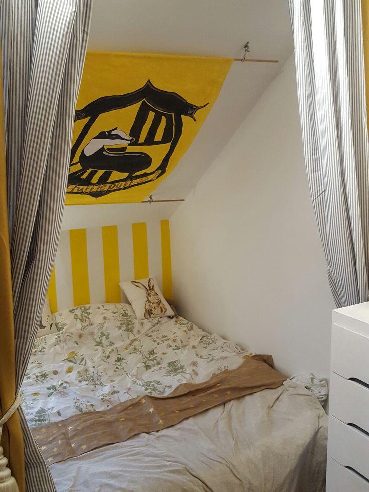 Hufflepuff Bed Decor In 2019 Hufflepuff Bedroom Harry
