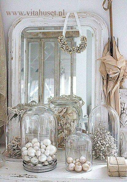 all things silver and white...SUCH AN EXQUISITE WAY TO DISPLAY SPECIAL ITEMS...UNDER GLASS!! ⚪️