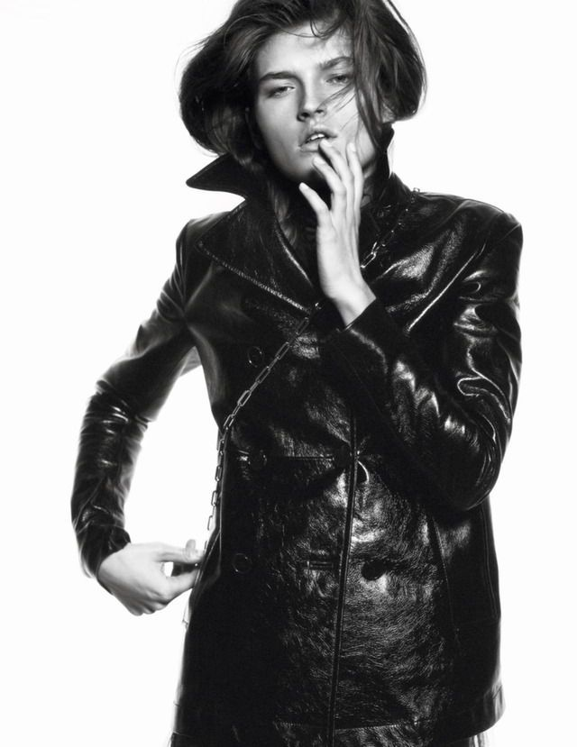 Publication: Vogue Paris March 2017 Model: Molly Smith Photographer: Davis Sims Fashion Editor: Emmanuelle Alt Hair: Paul Hanlon Make Up: Hiromi Ueda