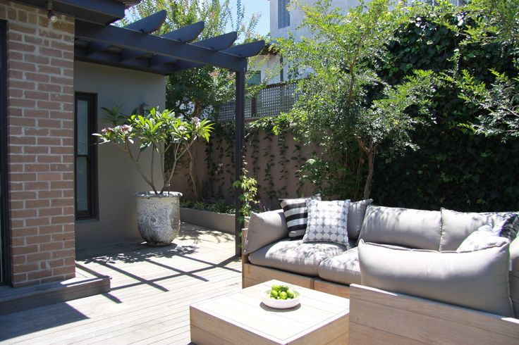 The outdoor entertainment area constructed by Matthew Campbell for KMH Projects at a property in Kensington, Sydney.