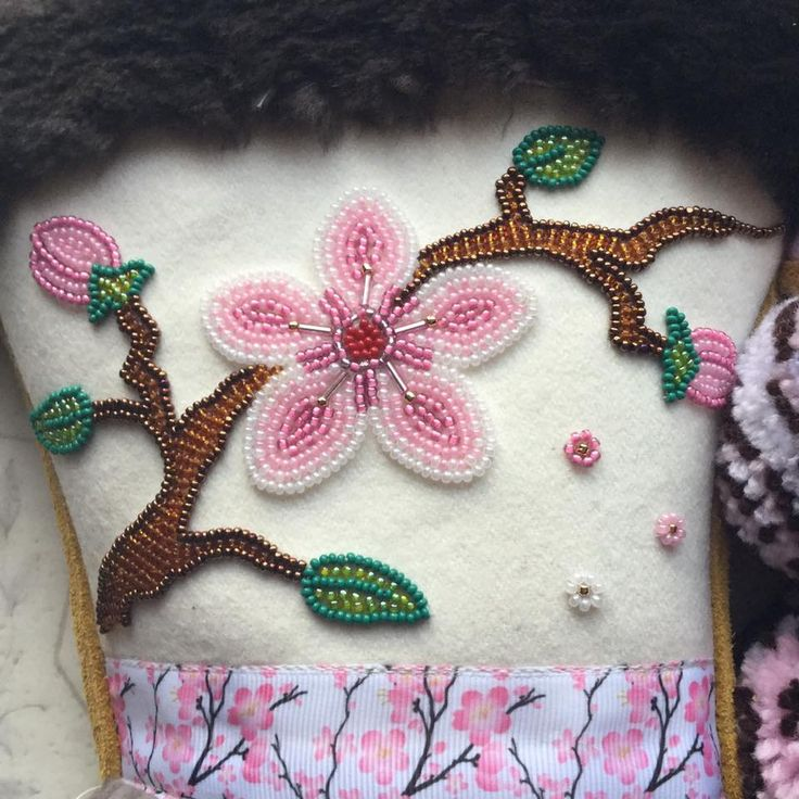 Pinner Carmen Denis gives us a close up of the beautiful women's mitts she has made
