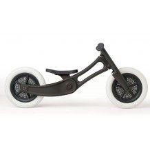De kunststof versie van de Wishbonebike van gerecycled kunststof gemaakt.