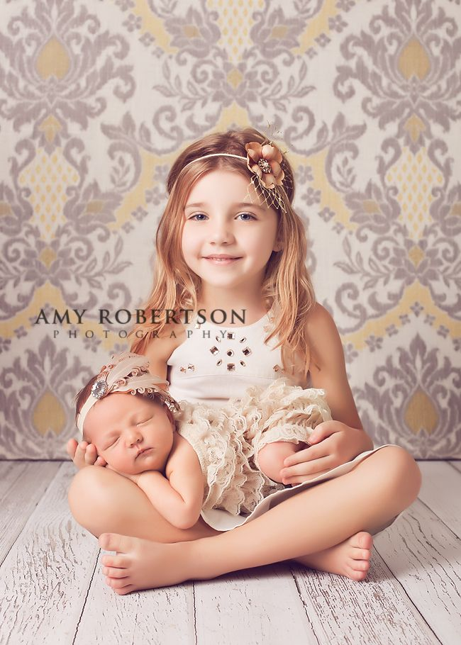 LOVE this Newborn/Sibling Shot http://amyrobertsonphotography.com/blog/