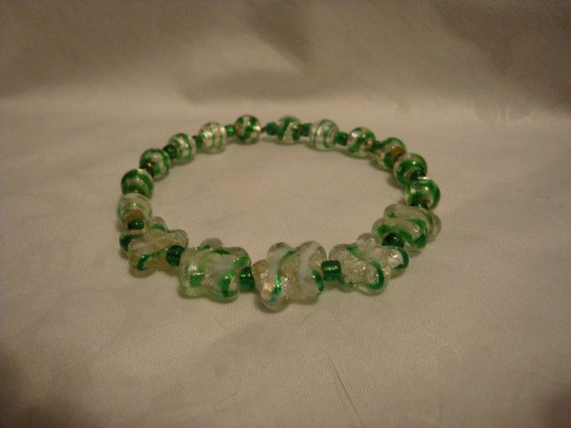 GREEN FOILED GLASS STRETCH  BRACELET fashion jewellery