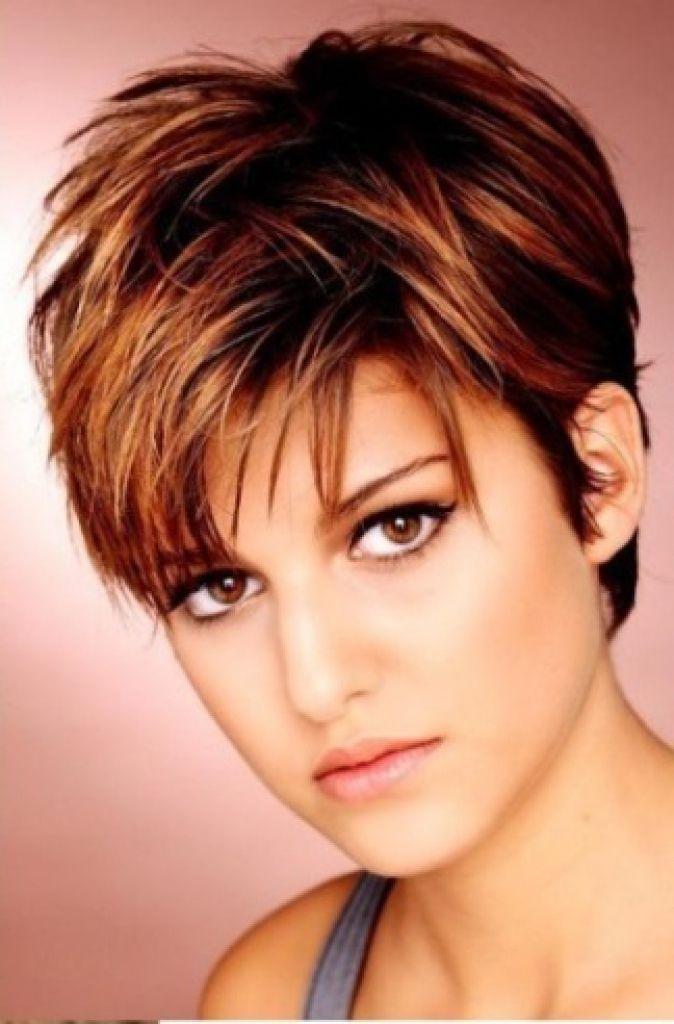Frisuren Frauen Kurz Rundes Gesicht Modische Frisuren Für Sie Foto