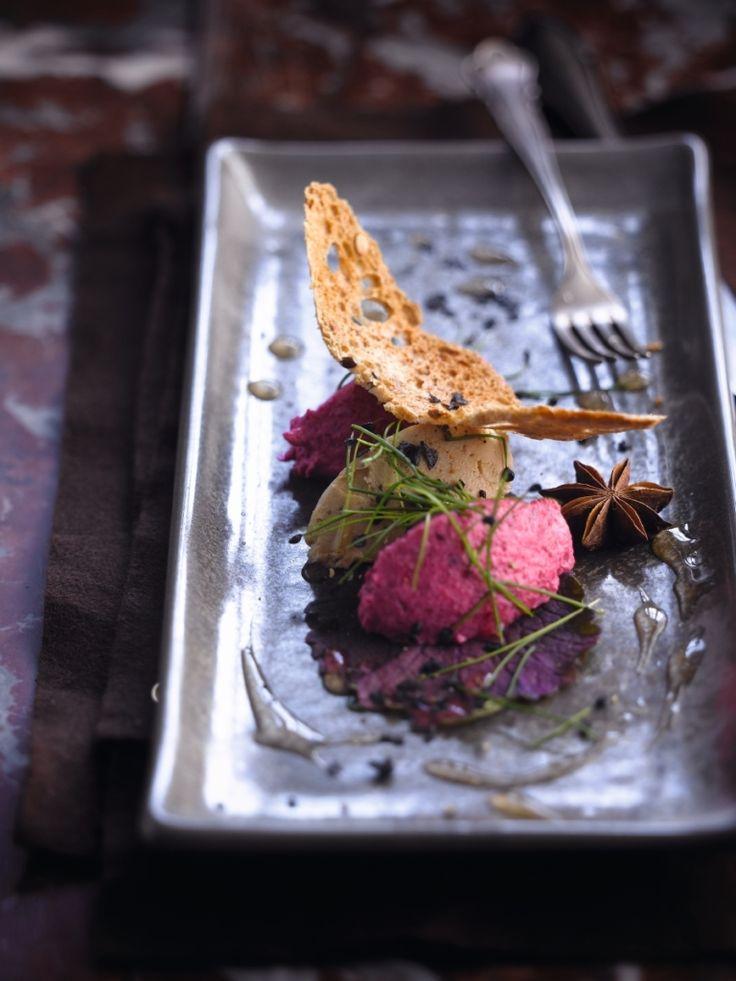 Foie gras met rode bietenmousse & jasmijnsaus http://njam.tv/recepten/foie-gras-met-rode-bietenmousse-jasmijnsaus