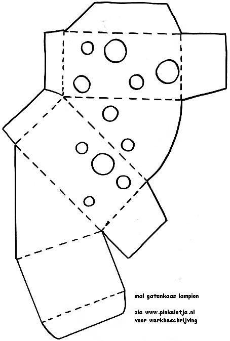 Gatenkaas lampion Materiaal: •geel karton •geel vliegerpapier •lijm •schaar •perforator •stukje touw of ijzerdraadje Werkwijze: Print de mallen uit. Knip de gaten in de kaas. Doe daar het vliegerpapier achter. Laat het goed drogen. Knip dan de muisjes uit en plak deze bij de gaten. Wanneer alles goed droog is kan je de lampion gaan vouwen en dichtplakken. Dan hoef je alleen nog maar de gaatjes te maken aan de bovenkant van de kaas en het draadje er door te doen en je lampion is klaar