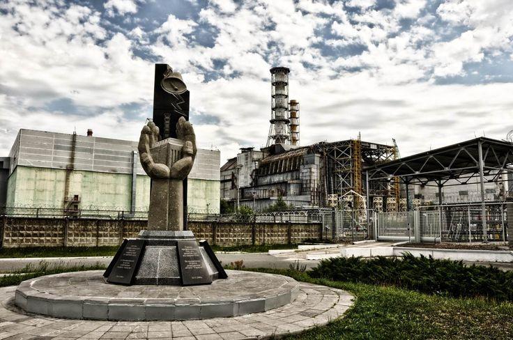 Černobyľ je známy bohužiaľ pre haváriu černobyľskej atómovej elektrárne z roku 1986. Ide o najhoršiu jadrovú haváriu v histórii jadrovej energetiky. Počas testu nového bezpečnostného systému došlo k prehriatiu a následnej explózií reaktora. Životu nebezpečné trosky sú momentálne pochovane podnovým sarkofágom. Havária černobyľskej atómovej elektrárne zamorila rozsiahlu oblasť Ukrajiny, Bieloruska a Ruska. To si vyžiadalo …