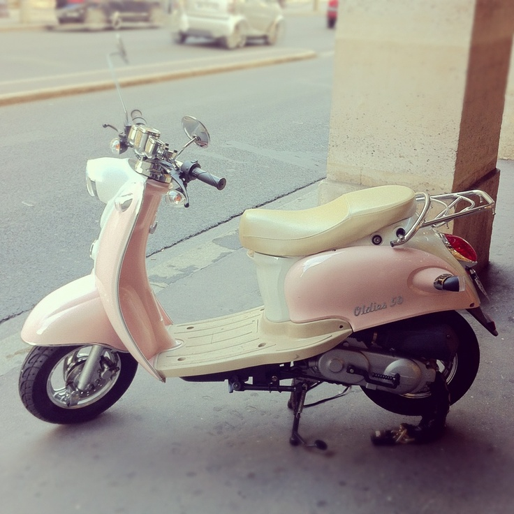 pink vespa retro classic transportation in spain pinterest vespa retro pink vespa and. Black Bedroom Furniture Sets. Home Design Ideas