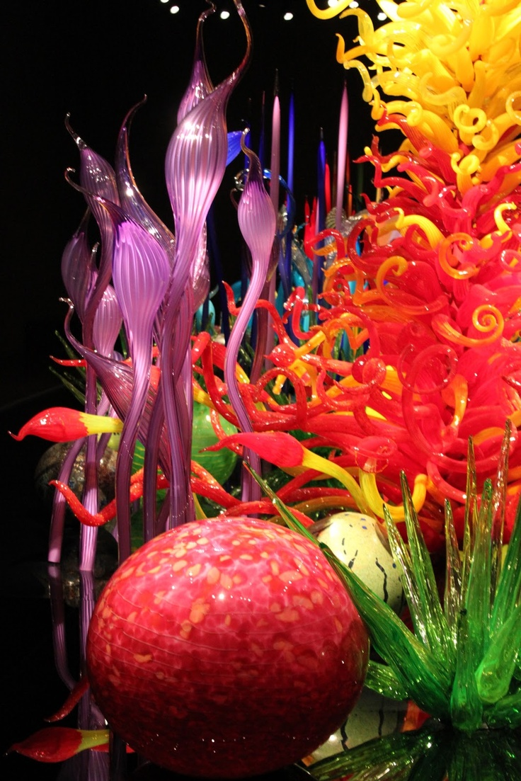 Dale Chihuly, Awesome Glass artist  See the best shows in New York on www.artexperience...