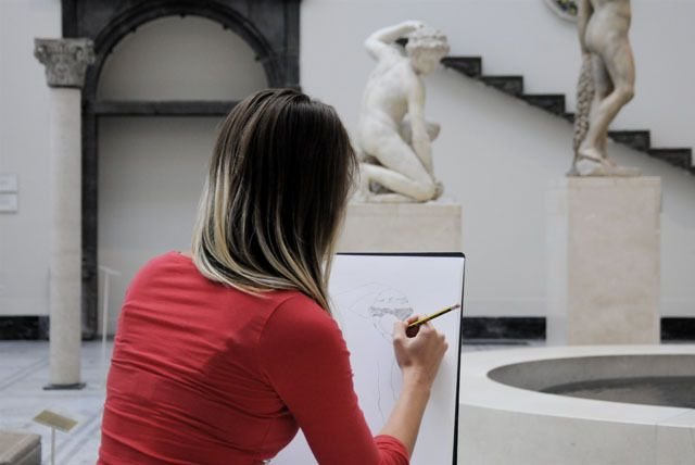 1-Day Drawing Course at The V&A