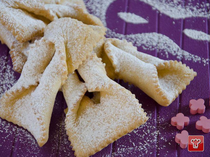 Le chiacchiere, tradizionale dolce di Carnevale assumono diversi nomi: cenci e donzelle in Toscana, frappe e sfrappole in Emilia, Crostoli in Trentino, galani e gale in Veneto, bugie in Piemonte e molti altri ancora.