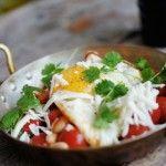 Mexikansk frukost Den här rätten kallas också för Huevos Rancheros som betyder ungefär ranchsägarens ägg. Det är en mexikansk frukosträtt som passar utmärkt som ett matigt inslag på brunchen.