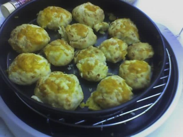 Red Lobster Cheddar Biscuits - Nuwave/Flavorwave Ovens from Food.com: These are Red Lobsters Cheddar Buscuits with a twist, they are made in your Nuwave/Flavorwave Ovens. Note: I add all together. If I have extra cheese I top with a bit of shredded cheese. You want to take these out as soon as they are done. Otherwise they will keep cooking!