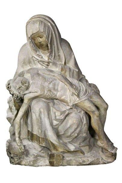 Belle Vierge de Pitié en pierre calcaire sculptée avec traces de polychromie. Marie est assise sur un rocher, le corps de son Fils allongé sur ses genoux; elle se penche vers lui, sa main gauche posée… - Arcadia - Frédéric Delobeau - 06/06/2015