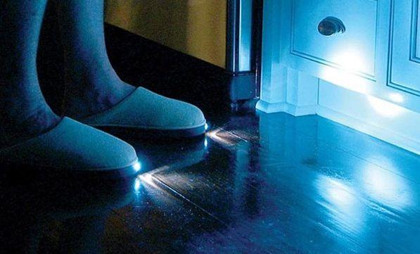 sloffen met een lichtje aan de voorkant zodat je s avonds ook gewoon door je huis kan lopen zonder ergens tegenaan te stoten
