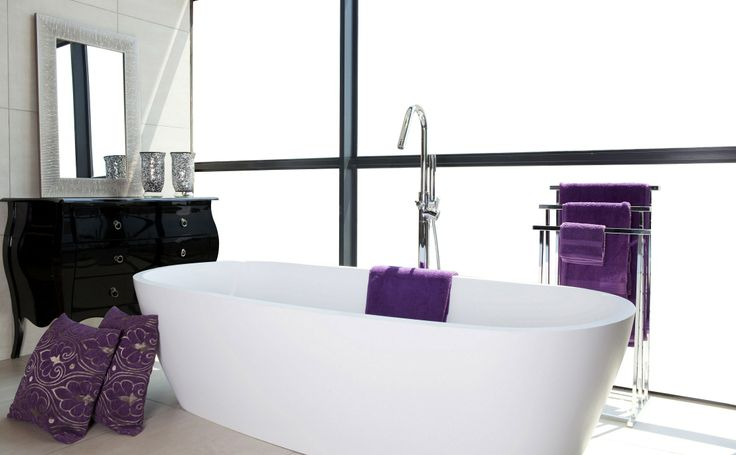 Accessories such as towels and bath mats in #ColorOfTheYear make your bathroom right on trend