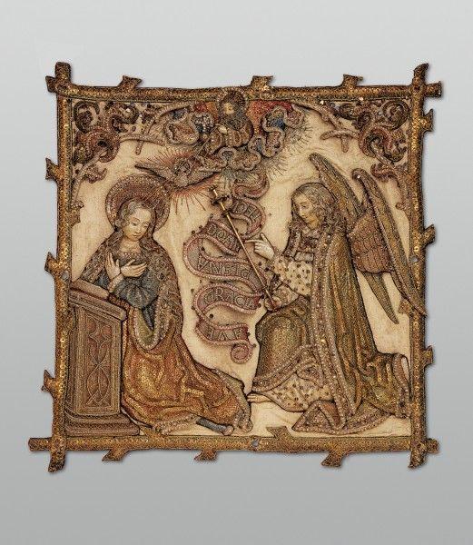 """Eckquartier des Juliusbanners, Unbekannter Sticker, #Mailand, 1512, Relief- und Lasurstickerei auf Seidendamast, Flussperlen, silbervergoldete Pailletten, #Seiden- und Goldfäden // ENGLISH: Canton of the Basel """"Julius Banner"""", #Basel, ca. 1513 Relief embroidery with gold and silk thread, spangles and pearls on silk damask; sceptre and rosettes: gold work #fashion #art #kunst #mode #fabrics #stoffe #schmuck #jewelry #museum #basel #schweiz #switzerland #history #geschichte"""