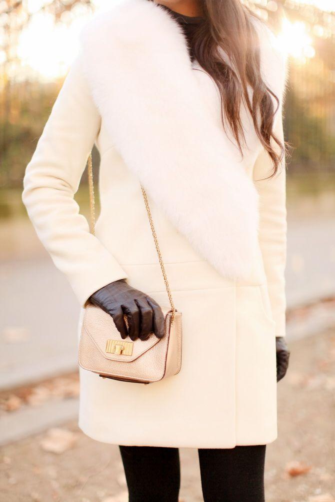 """Manteau / Coat : Tara Jarmon Collants / Tights : Wolford Chaussures / Shoes : Chloé Sac / Bag : Chloé Rouge à lèvre : Smashbox """"Legendary"""" Gants / Gloves : Vintage Cils posés par Cils de Marie"""
