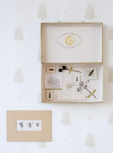 Mail inspiration: send a mini-museum. Tutorial in Dutch by Ariadne at Home.