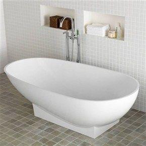 Romslig, ovalt badekar i støpemarmor med halvmatt finish. Badekar Westerbergs Ocean 1800