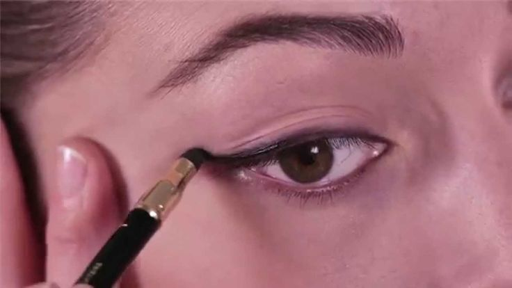 #make-up #tutorial: 3 easy eye #makeup with the new Mascara Art Design®. Learn the secrets to make #eyes #look bigger and to give Lashes a Panoramic Volume effect with the new Mascara Art Design®.