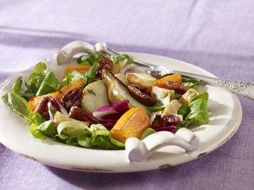 Sałatki z warzyw korzeniowych. Z dodatkiem orzechów i suszonych owoców.