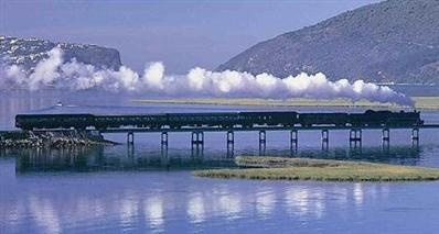 Combine luxury and elegance to travel in style on the Blue Train in South Africa!