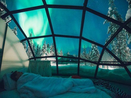 Sleeping under the stars used to be the one of the coolest ways to relax. That was until a Finnish resort came up with a concept that takes sleeping to the next level. Located in a peaceful and secluded area in northern Finland, Kakslauttanen Arctic Resort created glass and steel domes to let you