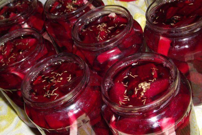 Sfecla rosie in otet